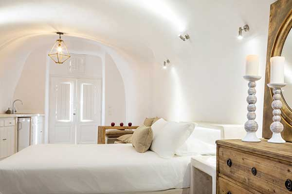 Hotel_Room_Santorini600x400
